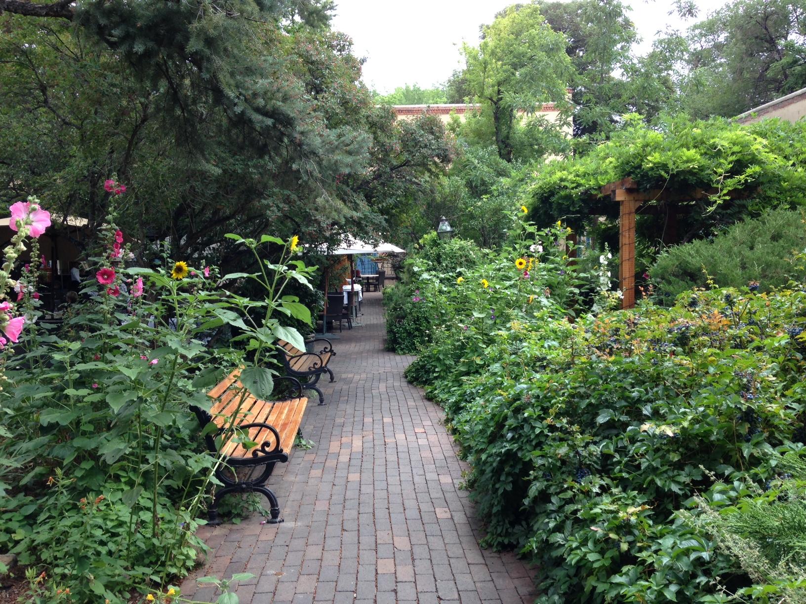 Shopping courtyard garden