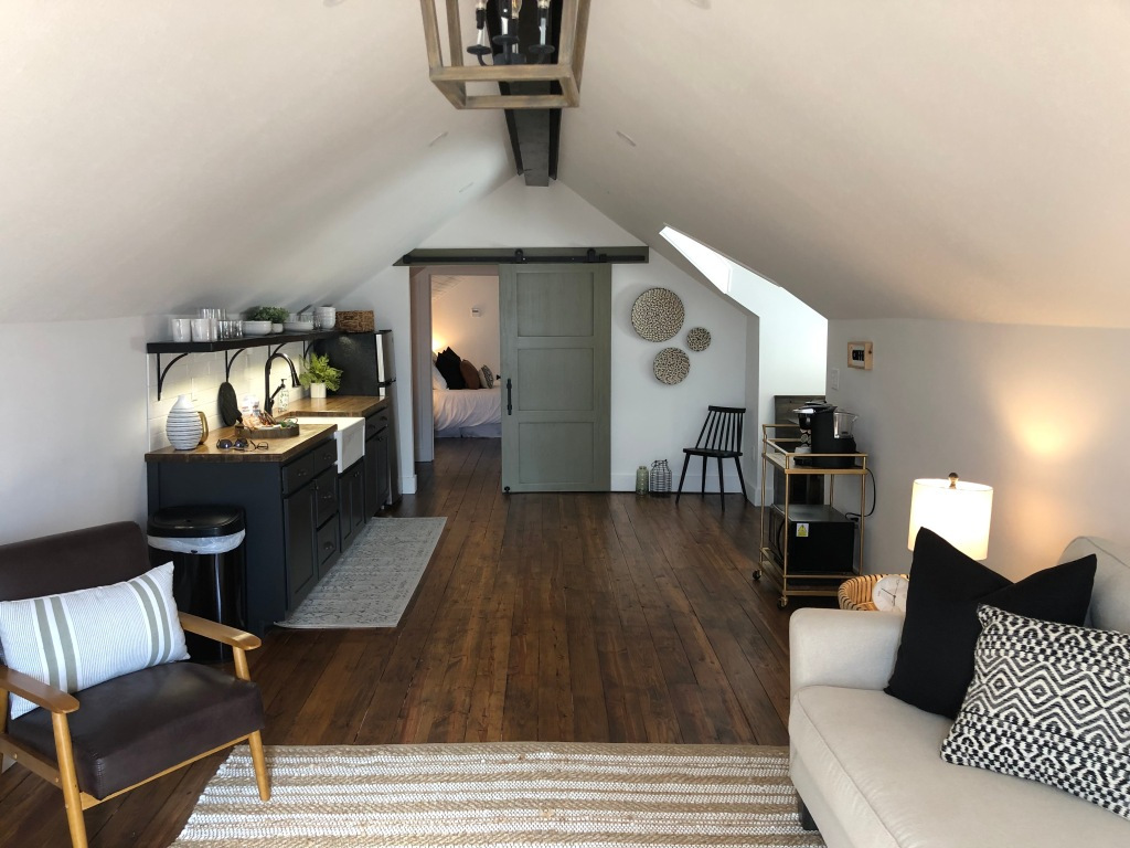 The Attic Airbnb in Mountain Home, AR